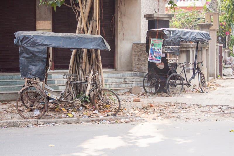 Pedicabs abbandonati fotografia stock libera da diritti