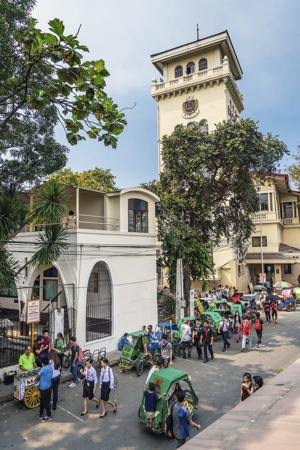 Pedicabs do triciclo na rua intra muros do centro da cidade p de manila foto de stock