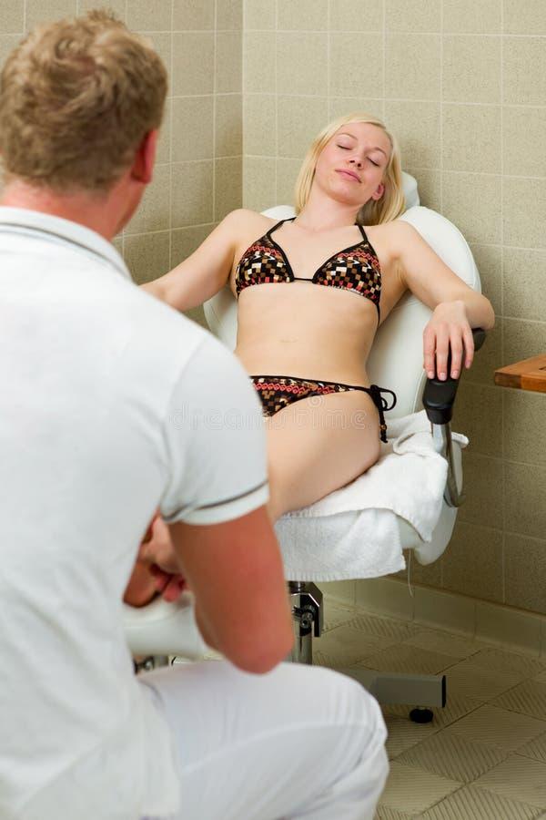 Pedicure e terapia do pé em termas imagens de stock