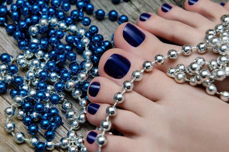 pedicured的好的蓝色秀丽照片脚 免版税图库摄影