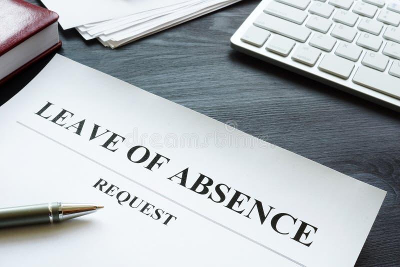 Pedido de licença de ausência na tabela imagem de stock