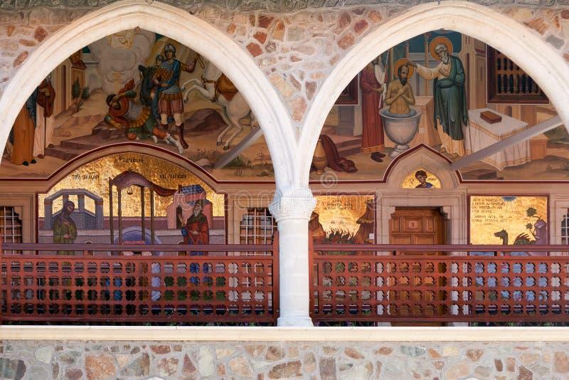 PEDOULAS CYPRUS/GREECE - JULI 21: Kykkos kloster nära Pedoul arkivfoto