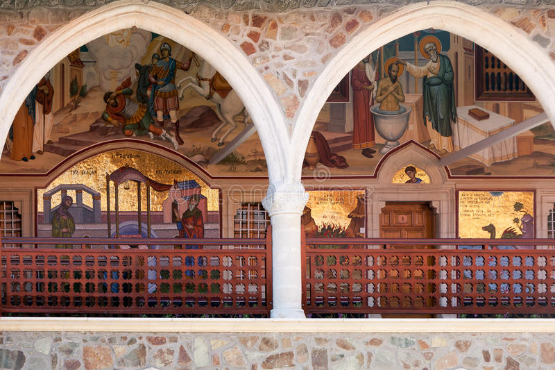 PEDOULAS, CYPRUS/GREECE - LIPIEC 21: Kykkos monaster blisko Pedoul zdjęcie stock