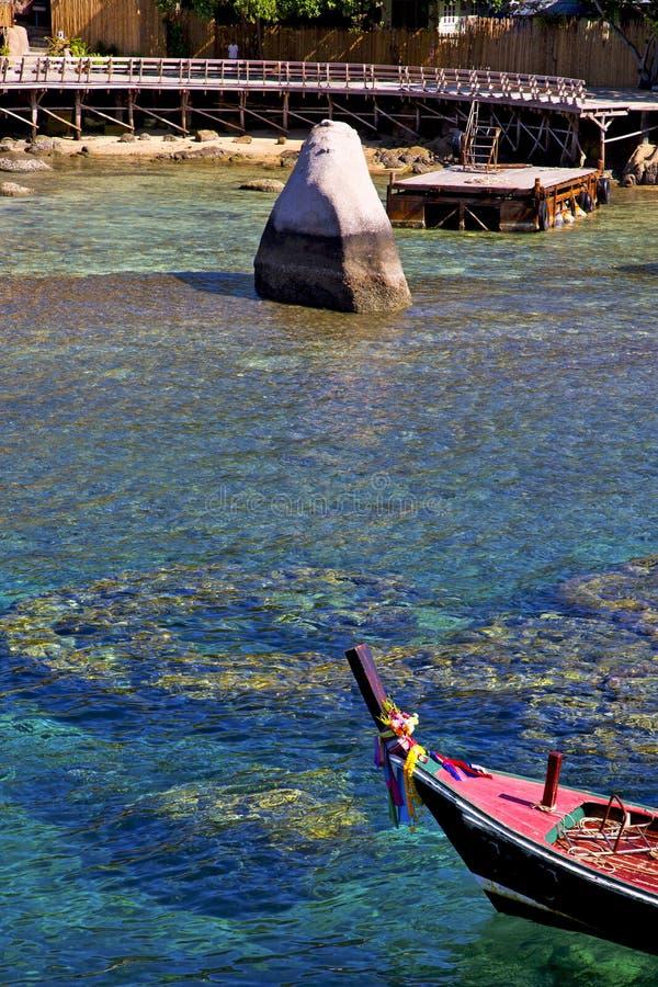 Pedra azul da lagoa no sumário da baía de tao do kho de Tailândia de um cais b foto de stock royalty free