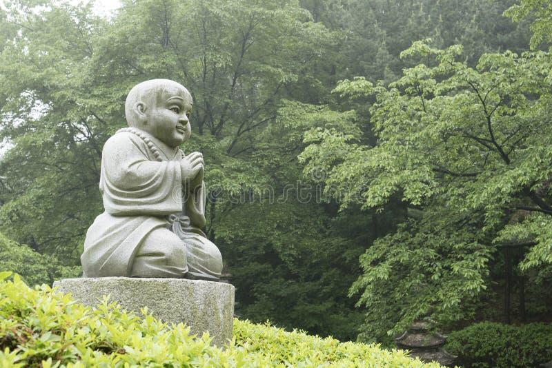 Pedra budista no templo fotografia de stock
