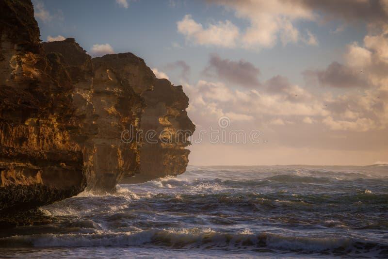 Pedra calcária estrada pelo oceano, a grande oceano fotos de stock royalty free