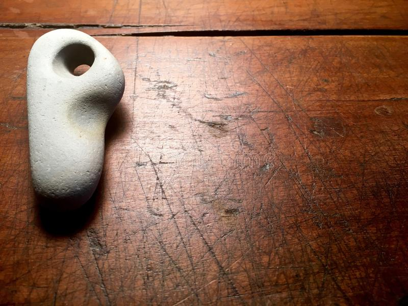 Pedra com furo natural fotografia de stock royalty free