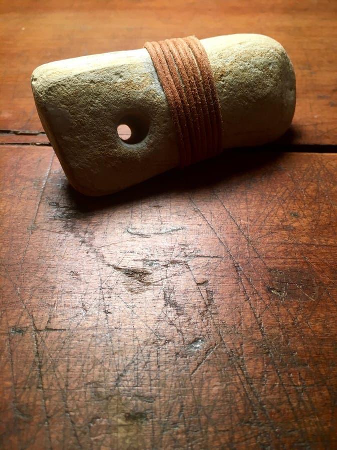 Pedra com furo natural imagens de stock