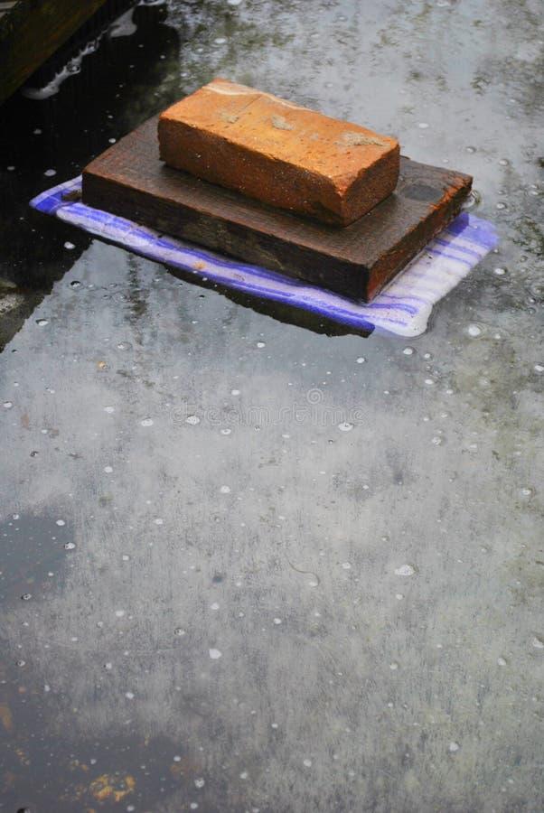 Pedra congelada no gelo imagens de stock
