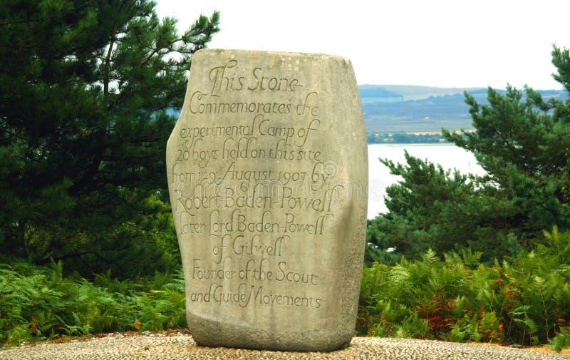 Pedra da comemoração dos escuteiros do menino foto de stock