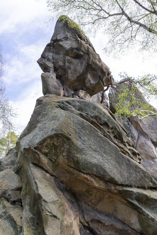 Pedra da rocha de Przadki perto de Krosno no Pol?nia imagens de stock