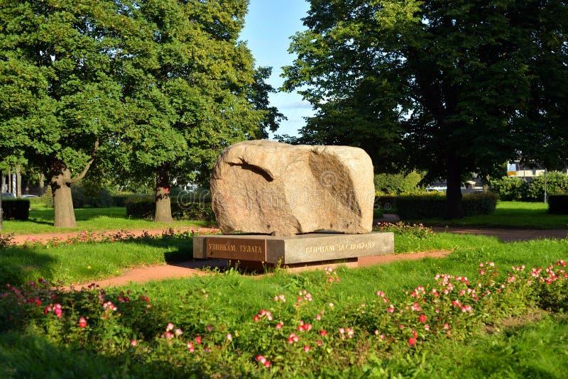 Pedra de Solovki do monumento em St Petersburg fotos de stock royalty free