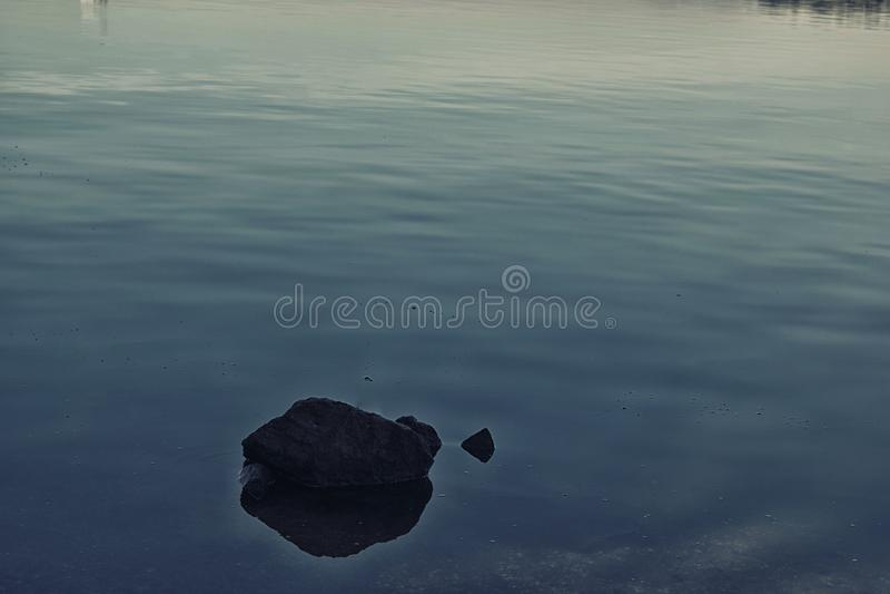 Pedra e água imagem de stock royalty free