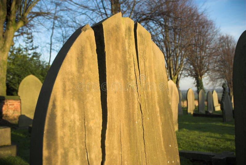 Pedra grave rachada fotografia de stock royalty free