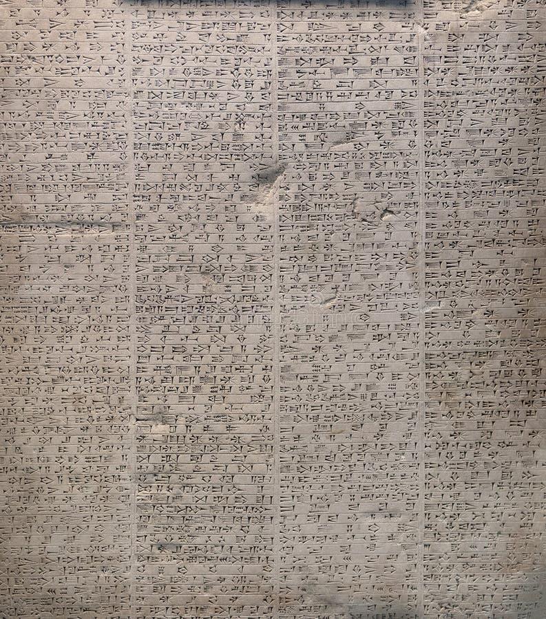 A pedra inscrita encontrou nas ruínas de Babylon fotografia de stock