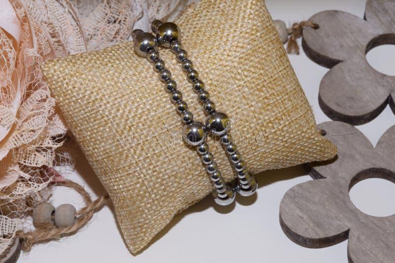 Pedra natural do bracelete do hematita imagens de stock