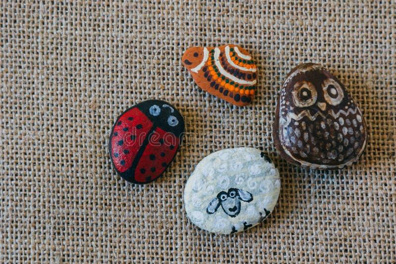 Pedra pintada feito a mão imagem de stock