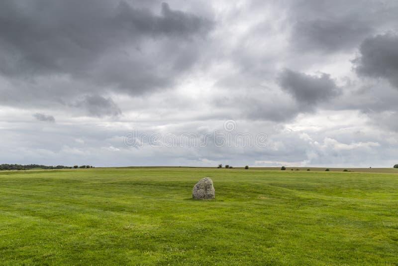 Pedra solitária em Stonehenge em um dia nebuloso imagem de stock royalty free