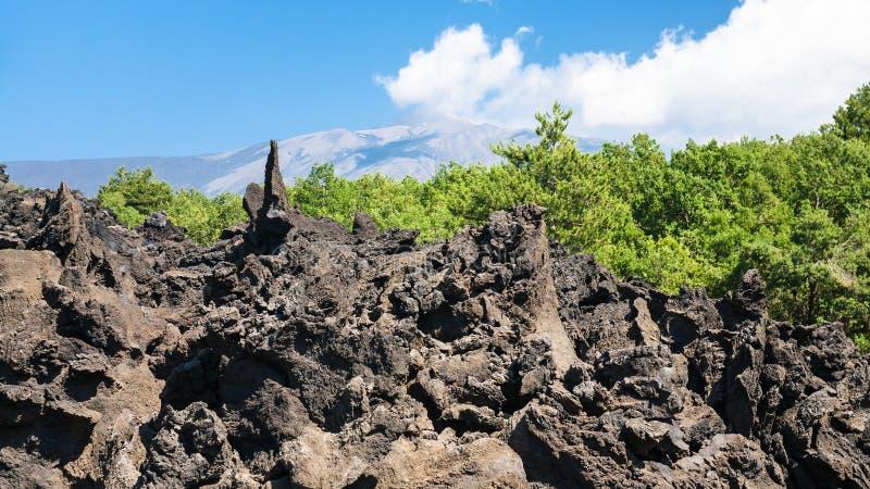 Pedras afiadas da lava após a erupção de Etna do vulcão imagem de stock
