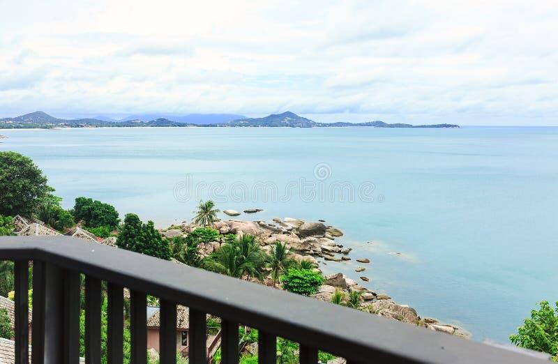 Pedras, areia, mar, palmas de coco, ilha, Tailândia, vista superior, bl foto de stock