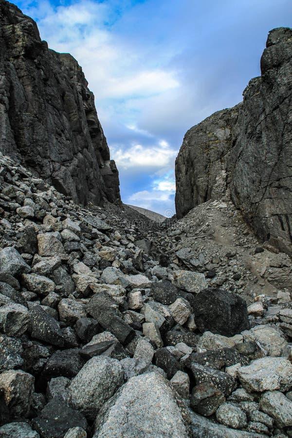 Pedras cinzentas do norte frias Fundo natural imagem de stock