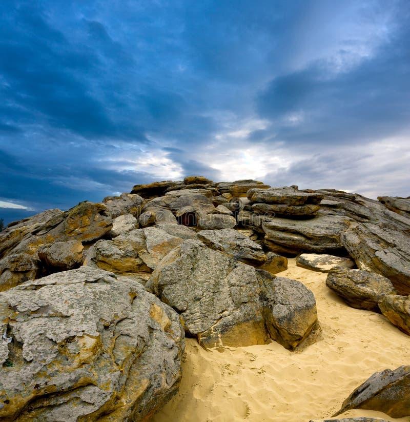 Pedras com areia fotos de stock