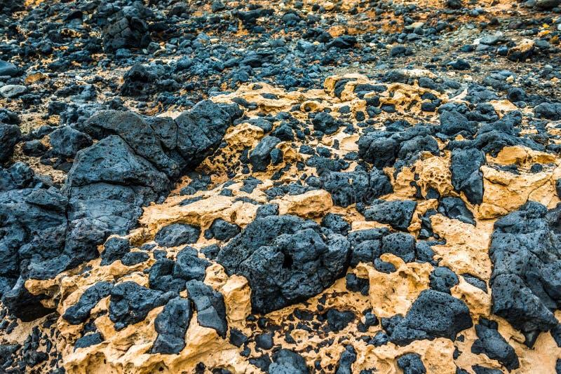Pedras da lava vulcânica endurecida em Lanzarote fotografia de stock royalty free