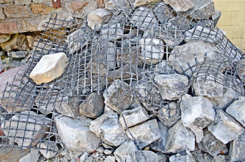 Pedras deixadas cair da construção imagem de stock