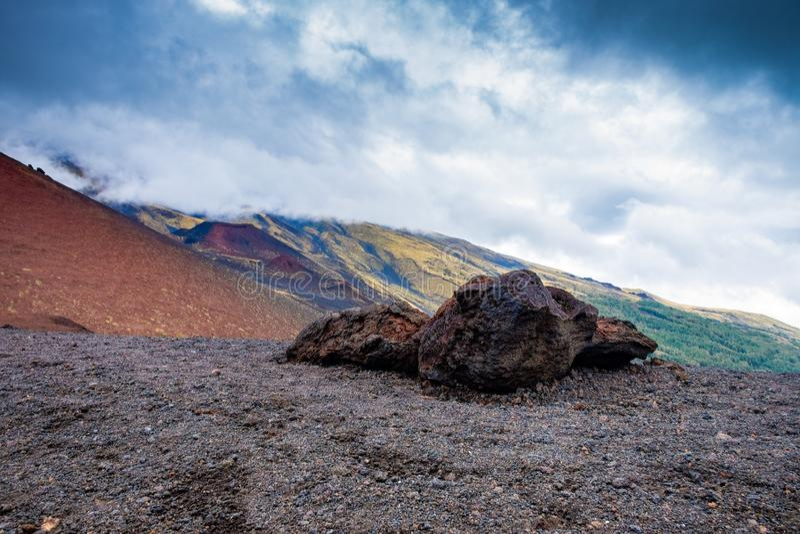 Pedras do fluxo vulcânico na inclinação do vulcão fotos de stock royalty free