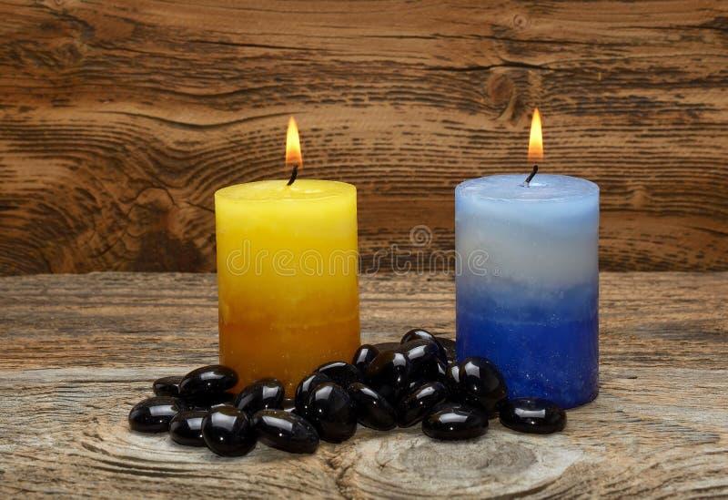 Pedras do zen e velas aromáticas fotografia de stock