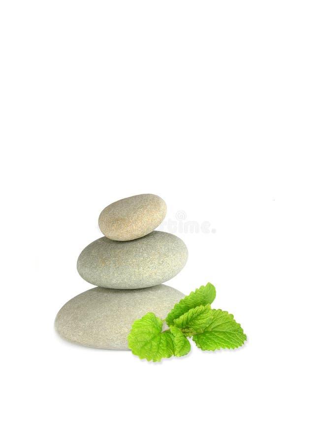 Pedras dos termas e erva do bálsamo de limão foto de stock