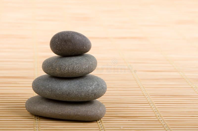 Pedras equilibradas imagem de stock