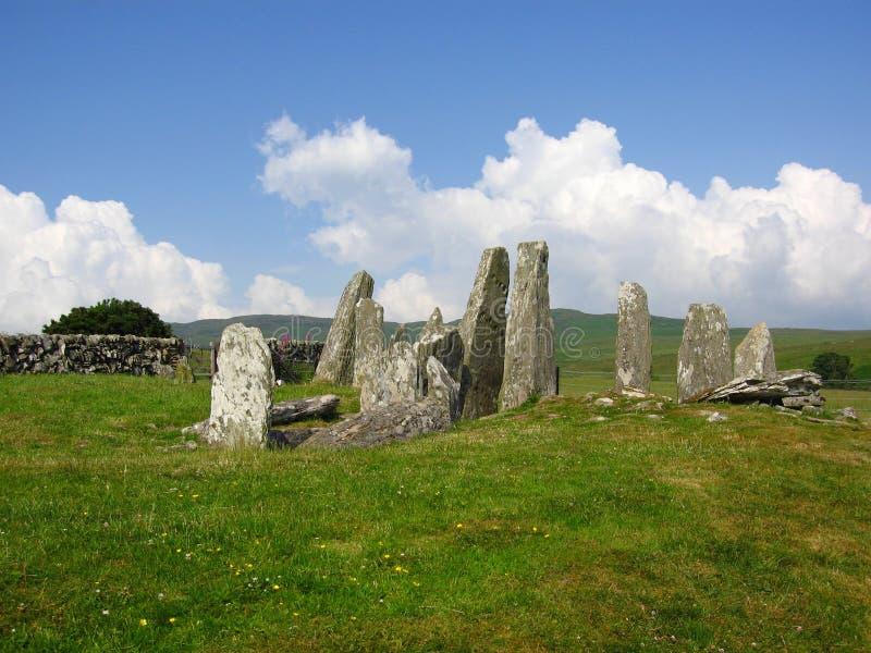 Pedras estando no mais baixo dos dois locais pr?-hist?ricos em montes de pedras de Cairnholy, em Dumfries e em Galloway, Esc?cia foto de stock