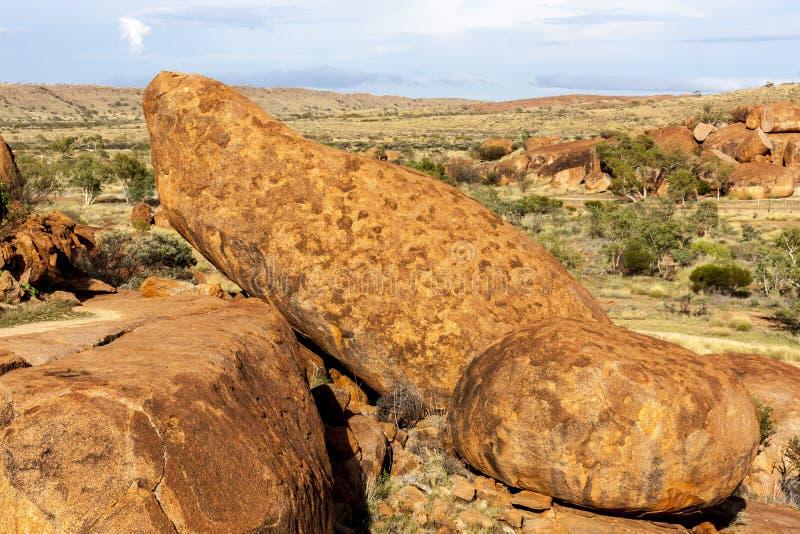 Pedras grandes na reserva da conservação de Karlu Karlu dos mármores dos diabos, Território do Norte, Austrália fotos de stock