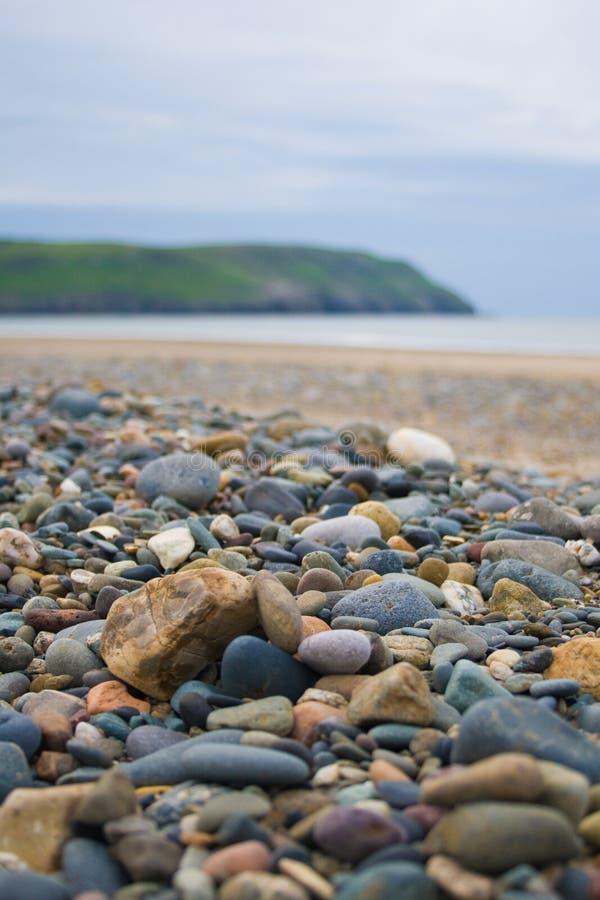 Pedras inglesas da praia imagem de stock