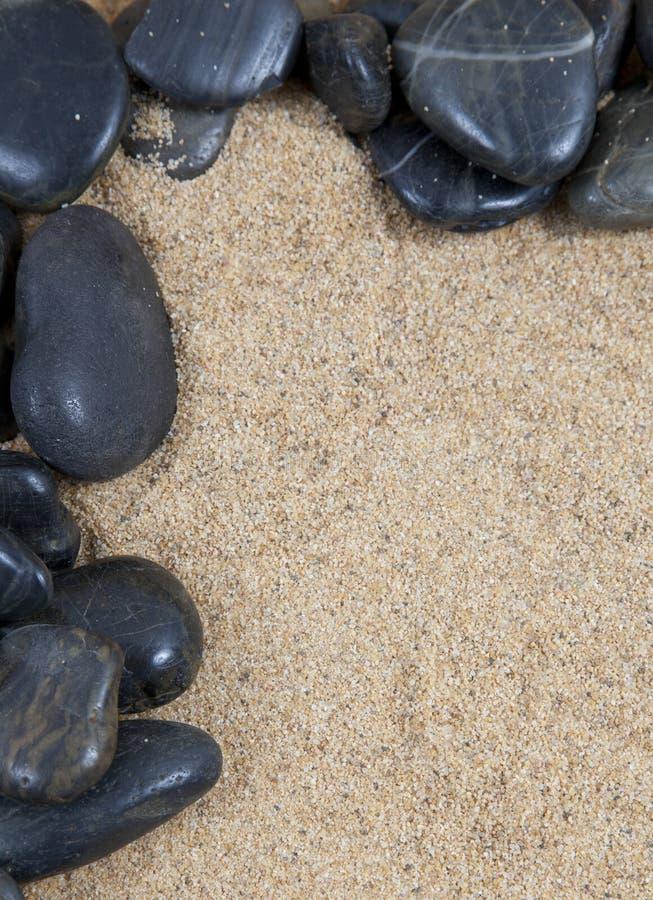 Pedras lisas na areia imagem de stock royalty free
