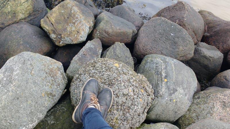 Pedras na praia fotos de stock