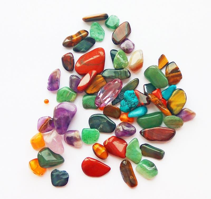 Pedras preciosas e gemas semi preciosas coloridas brilhantes naturais imagem de stock