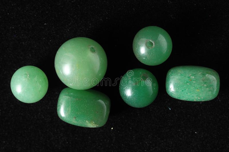 Pedras semi preciosas coloridas fotos de stock