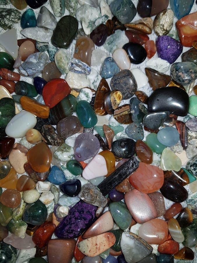 Pedras semipreciosas coloridas fotos de stock