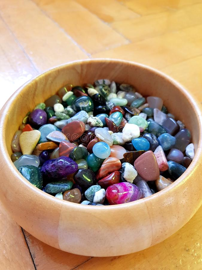 Pedras semipreciosas coloridas imagem de stock royalty free