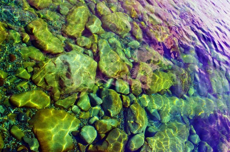 Pedras sob a água fotografia de stock royalty free