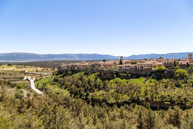 Pedraza, Castilla Y León, España: vista del pueblo de Pedraza de Mirador el Tungueras, imagen de archivo libre de regalías