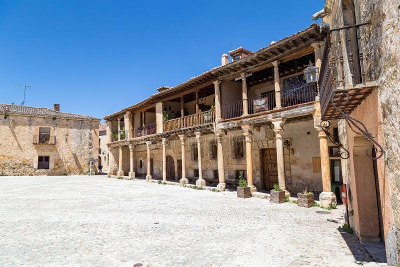 Pedraza, Castilla Y Le?n, Espa?a: Alcalde de la plaza por una ma?ana de la primavera fotografía de archivo libre de regalías