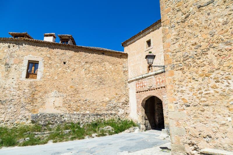 Pedraza, Castilla Y Le?n, Espa?a: Puerta de la Villa, la puerta de la entrada de la peque?a ciudad fotos de archivo