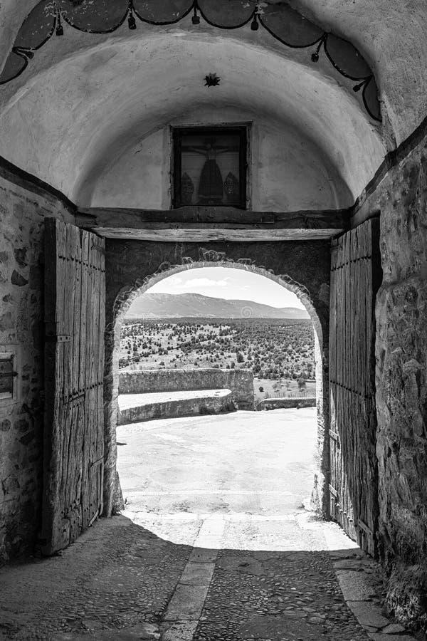 Pedraza, Castilla Y Le?n, Espa?a: Puerta de la Villa, la puerta de la entrada de la peque?a ciudad foto de archivo
