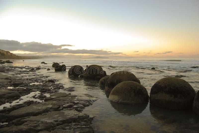Pedregulhos de Moeraki imagens de stock