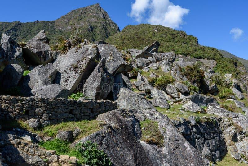 Pedregulhos e montanhas em Machu Picchu imagem de stock