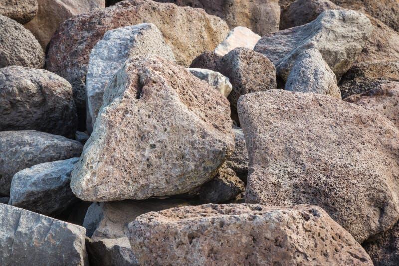Pedregulhos e pedras vulcânicos porosos do basalto fotografia de stock royalty free