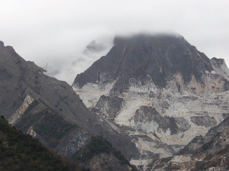 Pedreira do mármore de Carrara em Carrara Itália imagens de stock royalty free